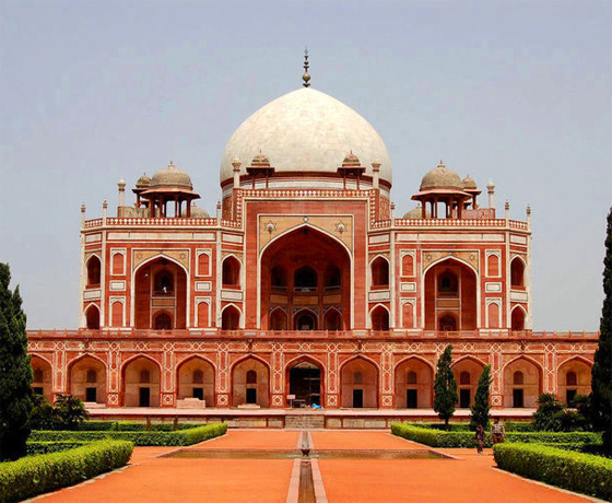 Discover the Mughal architecture in Delhi at the Humanyun's Tomb, New Delhi