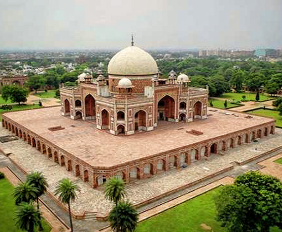 Mughal architecture at Humanyun's Tomb, New Delhi